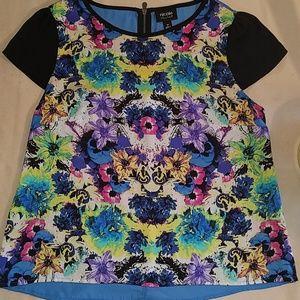 Sassy Nicole Miller short sleeve floral top